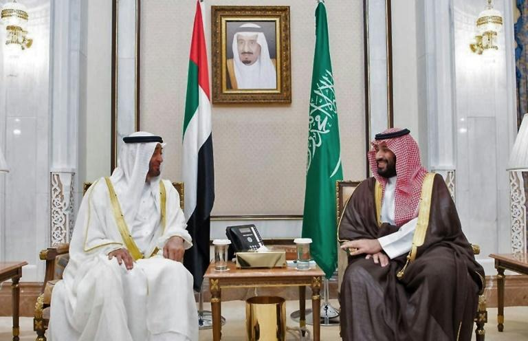 Abu Dhabi Crown Prince Mohamed bin Zayed al-Nahyan and his Saudi counterpart Mohammed bin Salman have put on a show of unity but analysts that beneath the bonhomie lurk divisions that are weakening the fight against Yemen's Huthi rebels (AFP Photo/-)