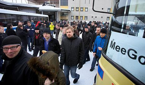 Nokia workers mourn death of Symbian, thousands walk out
