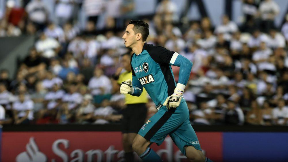 ►Gatito faz a defesa mais difícil do ano no futebol brasileiro (até agora). Confira!