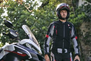 Ducati推出採用Dainese D-air氣囊技術的Smart Jacket氣囊背心 讓騎乘體驗更加安心