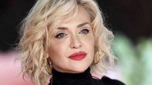 Paola Barale, il nuovo taglio di capelli piace ai fan: la foto