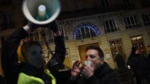 Sortie perturbée de Macron au théâtre: le journaliste militant Taha Bouhafsremis en liberté, l'enquête se poursuit