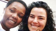 Ana Paula Arósio posa com fã durante as eleições: 'Só eu a reconheci'