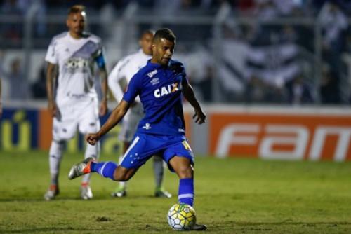 Alisson sofre lesão e desfalca Cruzeiro; titulares são poupados