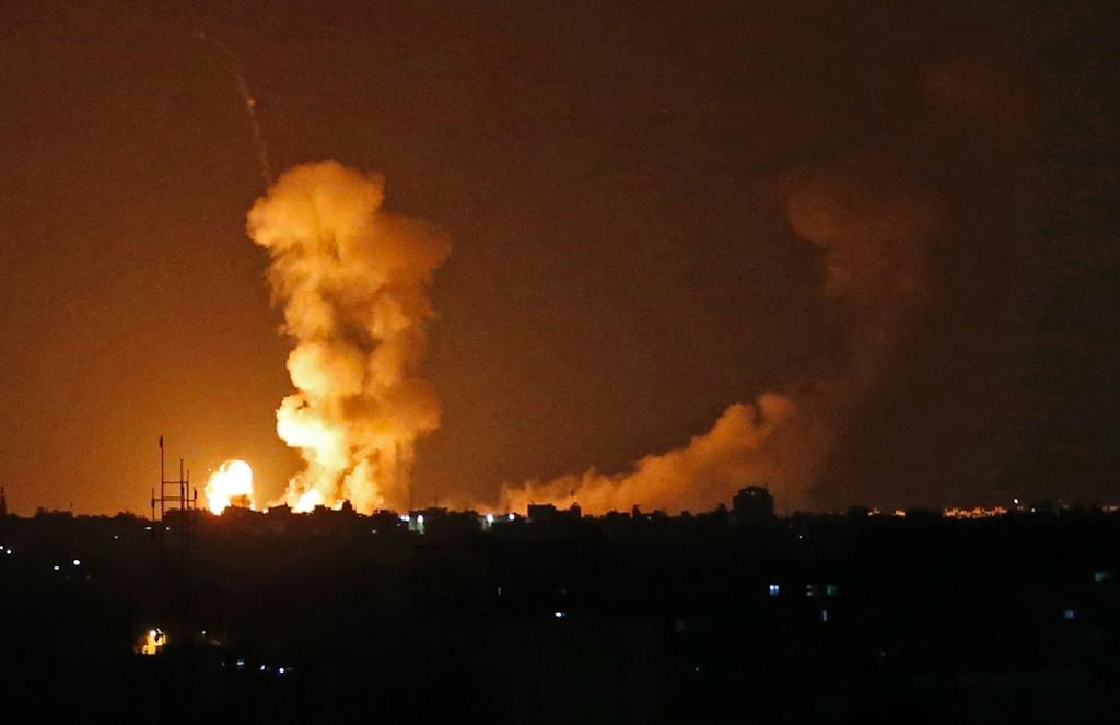 An explosion flare into the sky from an Israeli bombardment in Khan Yunis in the southern Gaza Strip on July 20, 2018 (AFP Photo/SAID KHATIB)