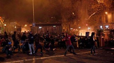 50萬人示威失控 街頭像被轟炸