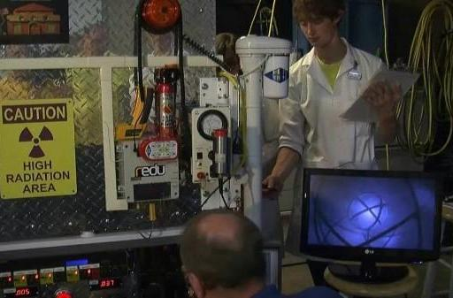 Microsoft manager teams up with teens to build a fusion reactor in his garage (video)