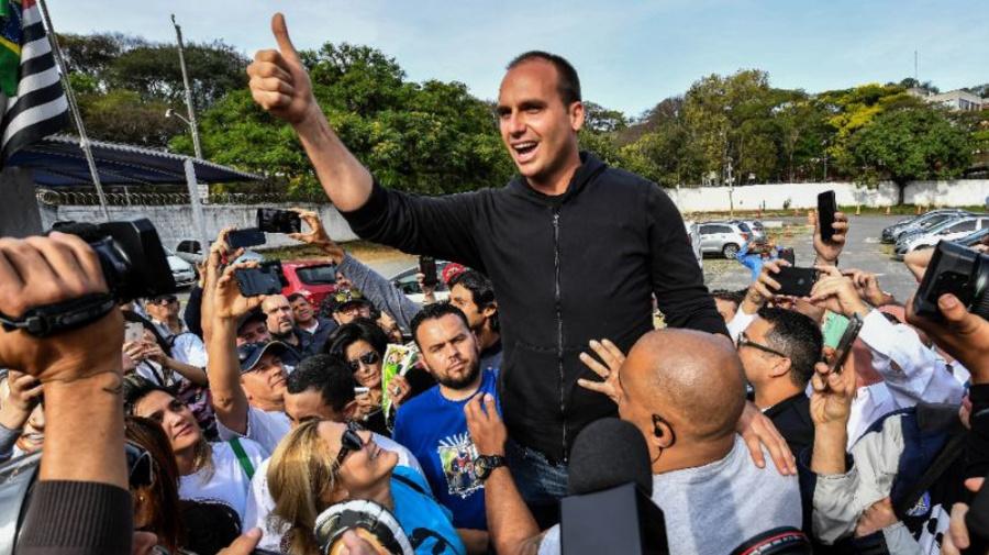 Filho de Bolsonaro se desculpa após ameaçar STF