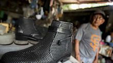 Zapateros artesanales de Nicaragua sufren en silencio el impacto de la pandemia