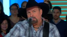 Garth Brooks performs 'The Thunder Rolls' on 'GMA'