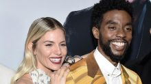 """Chadwick Boseman: el """"asombroso"""" gesto del actor de donar parte de su salario a la actriz Siena Miller"""