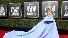 """Lady Gaga é criticada por usar """"edredom"""" em premiação"""