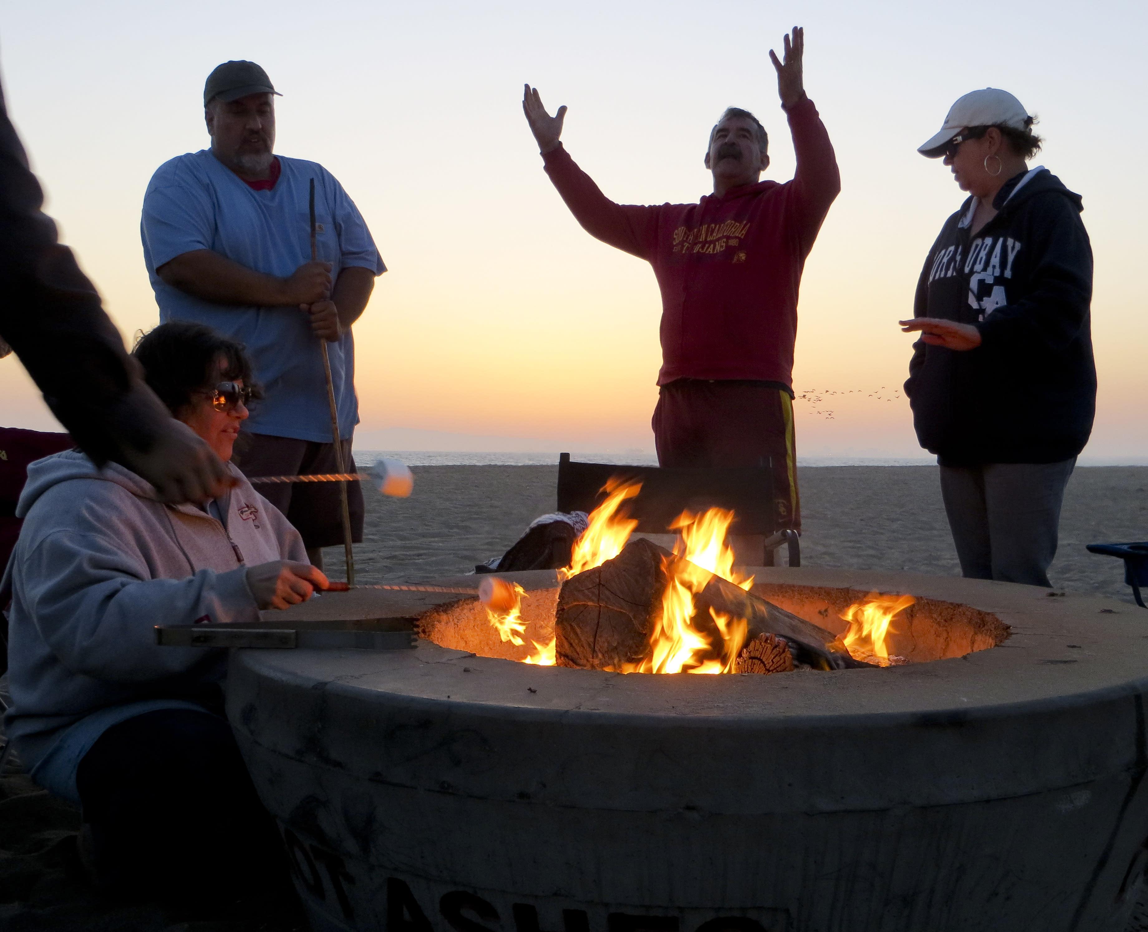 Beach bonfire spat s hot in Southern California