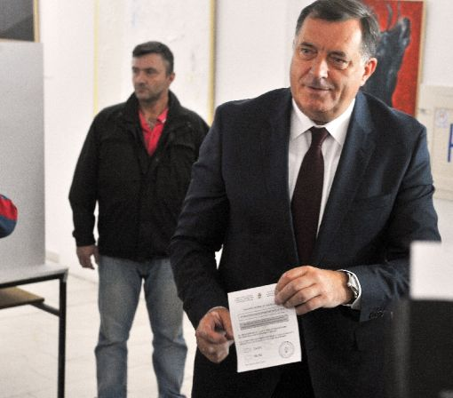 Bosnian Serb leader summoned over referendum