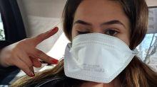 Na Itália, Maisa posa com máscara para proteção contra o coronavírus