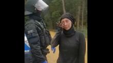 Hambacher Forst: Emotionale Rede einer Aktivistin bewegt Tausende