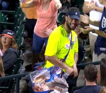 Tigers vendor makes catching a foul ball look ridiculously easy