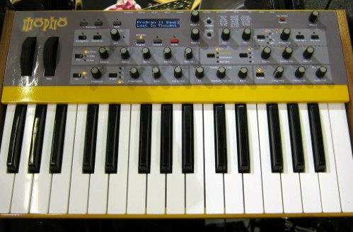 Dave Smith's Mopho keyboard prototype wows analog fanboys at NAMM (video)
