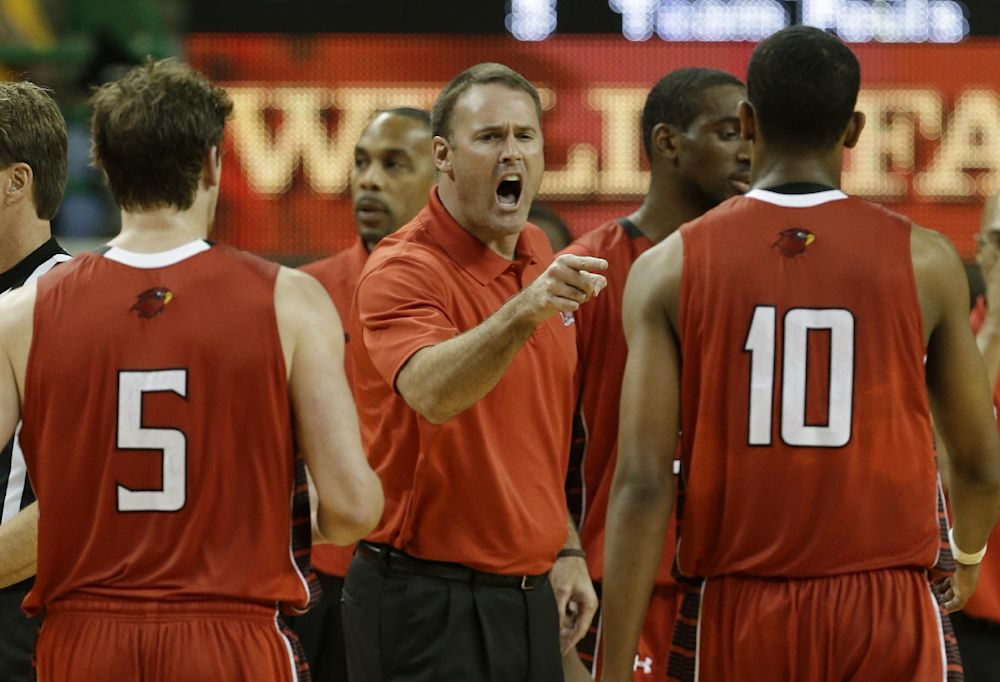 Lamar fires basketball coach Pat Knight
