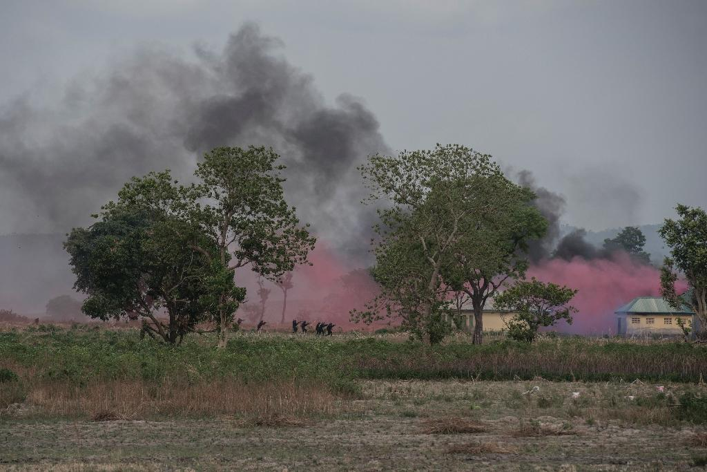 Nigerian special forces stormed a building complex to liberate mock hostages (AFP Photo/STEFAN HEUNIS)