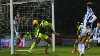 Championship roundup: Huddersfield keep up pressure with win over Reading