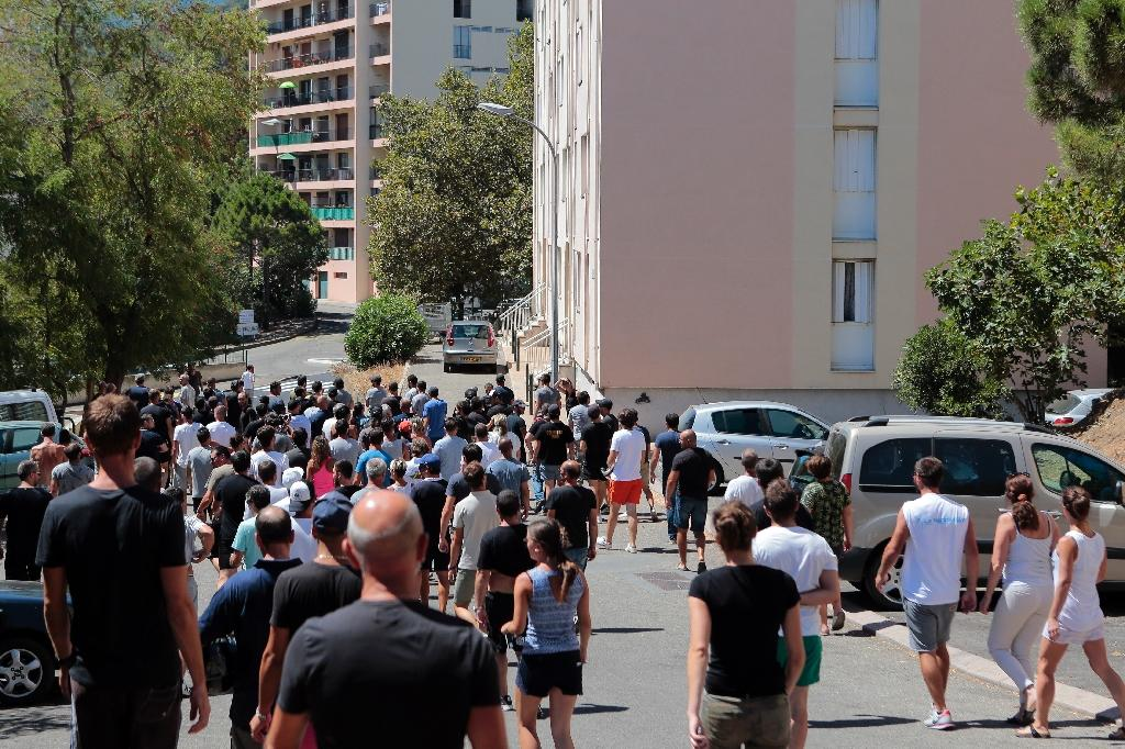 """Hundreds gather at the """"des Monts"""" housing estate in Bastia, Corsica, on August 14, 2016, the day after a violent fight which left four wounded (AFP Photo/Pascal Pochard-Casabianca )"""