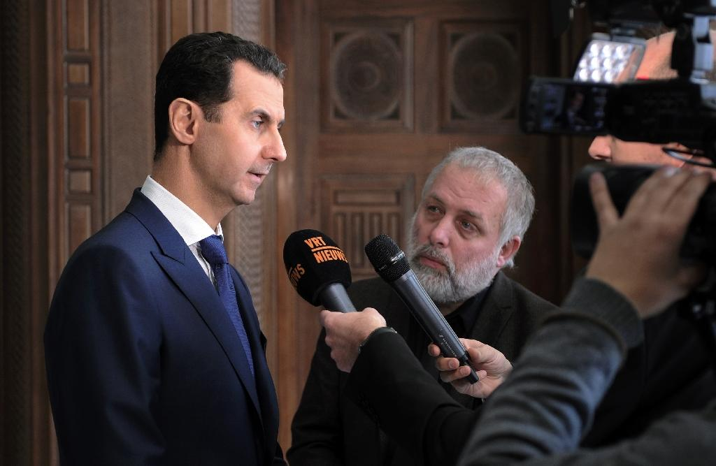 Syrian President Bashar al-Assad (L) giving an interview to a Belgian media outlet on February 7, 2017 (AFP Photo/-)