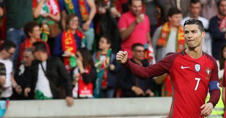 Cristiano Ronaldo comemora gol contra a Suécia