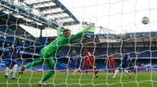 Liverpool sweep aside 10-man Chelsea thanks to Sadio Mané double