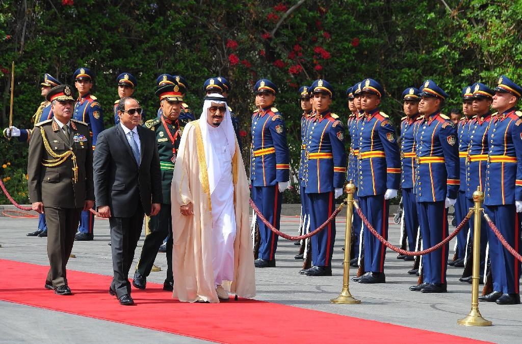 Egyptian President Abdel Fattah al-Sisi (L) and Saudi King Salman bin Abdulaziz review troops before a meeting in the capital Cairo, in a picture released by the Egyptian Presidency on April 7, 2016