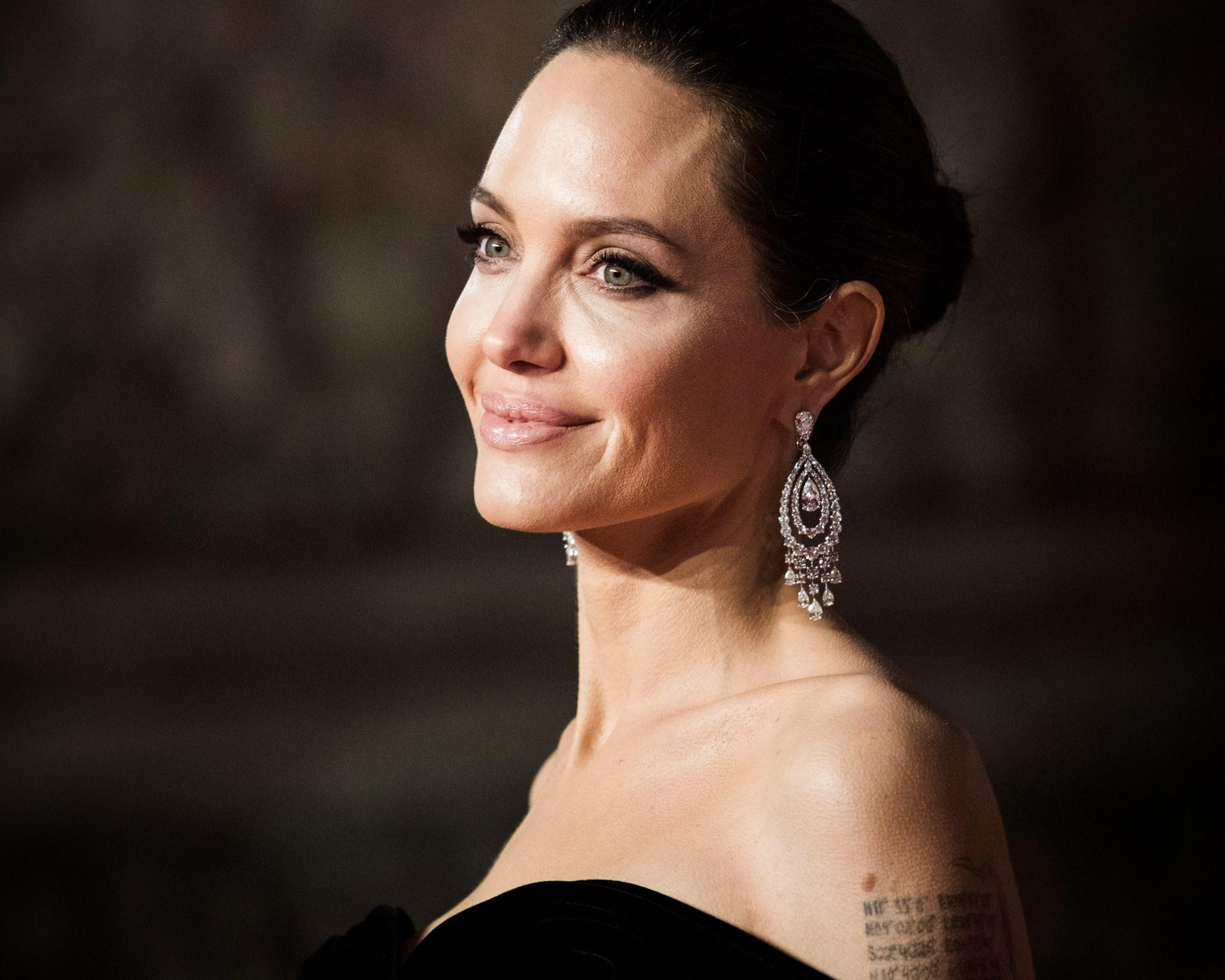 Angelina Jolie Beyond Borders angelina jolie will play a woman scorned in the kept