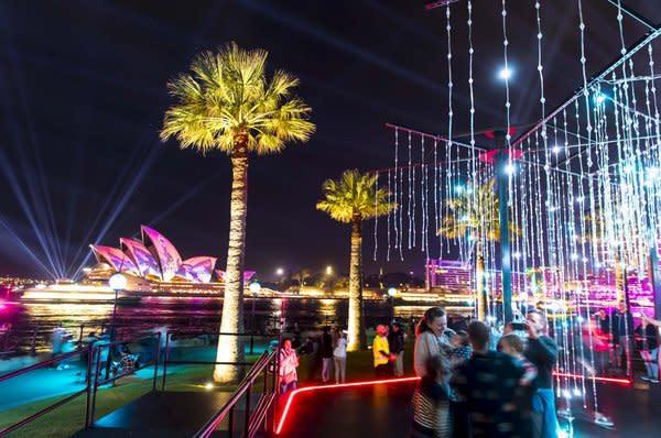 2019繽紛悉尼燈光音樂節在岩石區展示的Let It Snow作品,圖片來源:新南威爾士州旅遊局(Destination NSW)