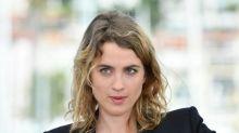 """Huit mois après les César, Adèle Haenel """"continue de gueuler"""" et trouve """"très problématique"""" la nomination de Gérald Darmanin au ministère de l'Intérieur"""