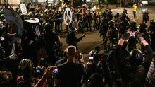 Portland protesta sem gás lacrimogêneo após saída da polícia federal