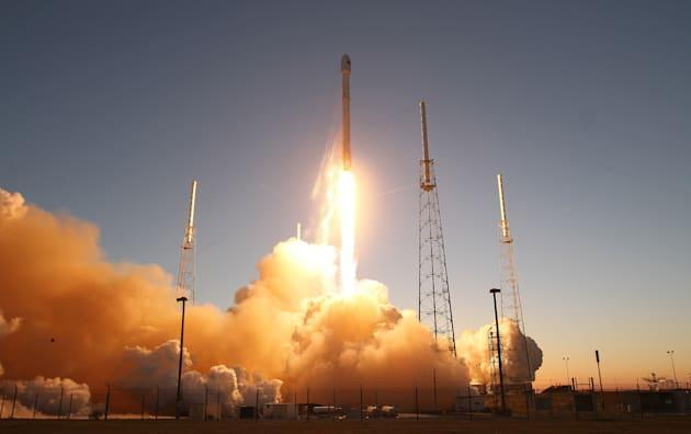 SpaceX wants to launch internet-beaming satellites