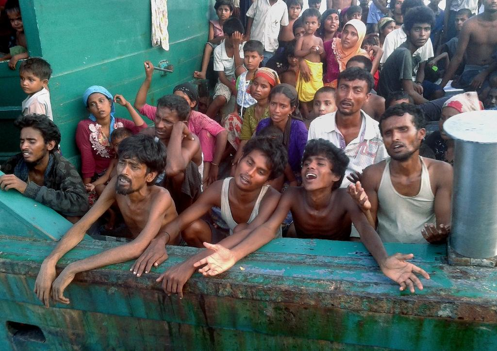 Rohingya migrants on a boat off the southern Thai island of Koh Lipe in the Andaman Sea on May 14, 2015 (AFP Photo/Christophe Archambault)