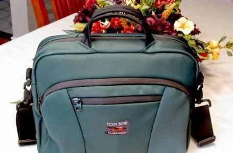 Tom Bihn Cadet laptop / iPad bag organizes your belongings in style