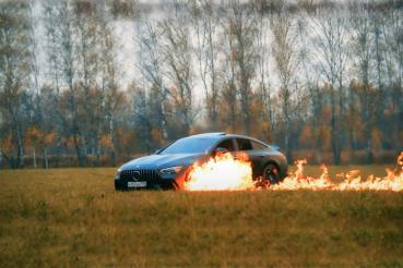 不爽Mercedes-AMG GT 63 S車太爛一直修不好,俄羅斯車主一把火將車燒毀抗議