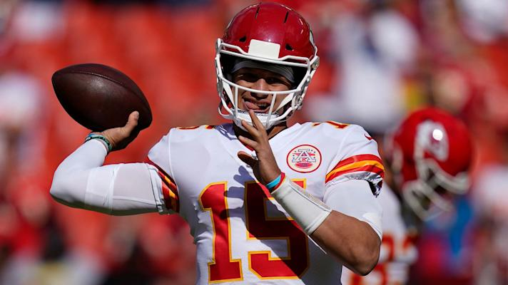 Chiefs' Patrick Mahomes gets picked by Kendall Fuller