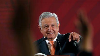La lista de periodistas que cobraban con Peña Nieto