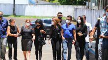 Zezé di Camargo e familiares participam do velório de Seu Francisco em Goiânia