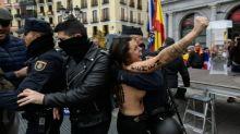 Femen-Aktivistinnen stören Gedenkmarsch in Madrid zum Franco-Todestag