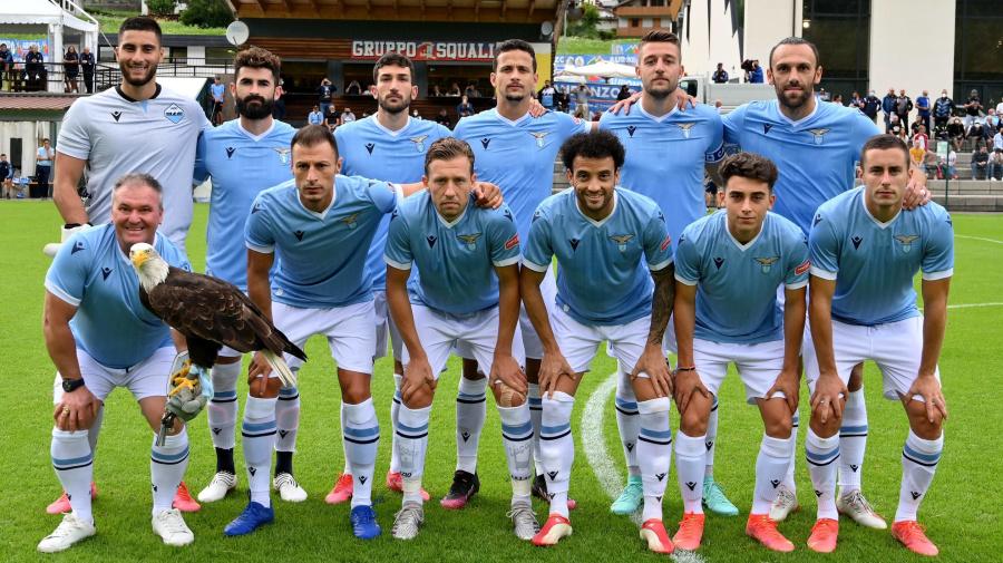Prima dose di vaccino per la Lazio nel ritiro di Auronzo: Lotito al lavoro per convincere i giocatori no-vax