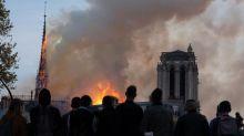 """Notre-Dame de Paris : Emmanuel Macron donne son feu vert pour """"reconstruire la flèche à l'identique"""""""