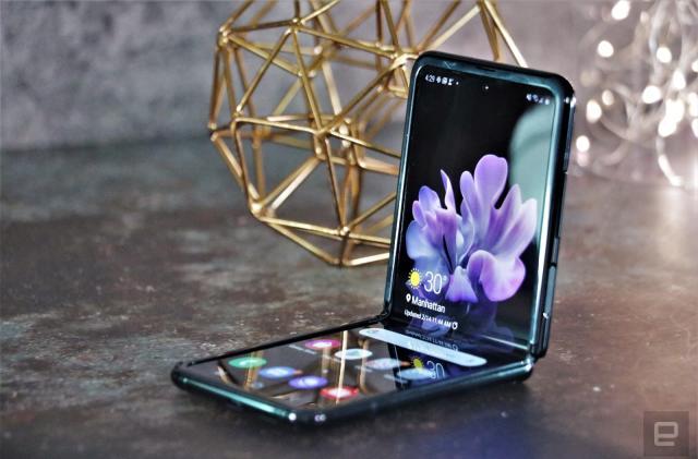 Teardown reveals how much hardware Samsung crams into the Galaxy Z Flip