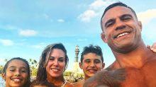 Ex-Feiticeira Joana Prado aparece em clique raro com a família