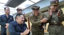 """La foto de Kim Jong-un al supervisar la prueba de una """"nueva arma"""" de Corea del Norte"""