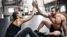 Diese Pärchen-Workouts für zu Hause halten in der Quarantäne fit