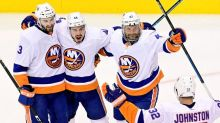 Varlamov stops 29 shots in Islanders' 4-0 win over Flyers