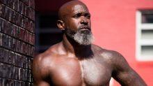 Aos 50 anos, homem faz sucesso com corpo superdefinido